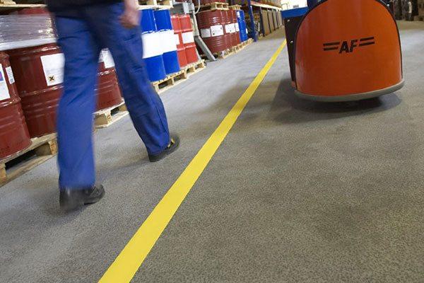 DuraStripe vloertape voor een het maken van een looppad
